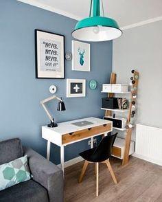Para começar a sexta-feira, dá uma olhada nesta sala, que incorporou um home ofice super funcional (é lindo!). ⚡️ #casademenino #tips #dicas  #instadesign #decor #diy #design #style #details #interior #ideas #instadecor #decoracao #decortips #decor #arquitetura #architecture #furniture #home #homedecor #homestyle #homedesign #homeideas #lovedecor