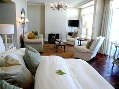 Hermanus Beach Villa - Walker Bay Suite.  The best Cafés, Shops, Galleries, Crafts Markets and Museums for the more culturally minded!  Horse Trail Safaris – Beach & Fynbos rides!  Organic Farmer's Market and wine & food festivals.  Numerous excellent restaurants and cuisine - Sea food, South African, Steaks etc.  Guided bird watching. The Whale Coast is a bird paradise! South African Decor, Wine And Food Festival, Beach Villa, Craft Markets, Smoking Room, Good Night Sleep, Hotel Offers, Wine Food, Sea Food