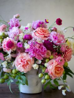 Worldwide luxury floral design and event studio based in New York. Beautiful Flower Arrangements, Fresh Flowers, Silk Flowers, Floral Arrangements, Beautiful Flowers, Tropical Flowers, Bouquet Champetre, Floral Bouquets, Purple Bouquets
