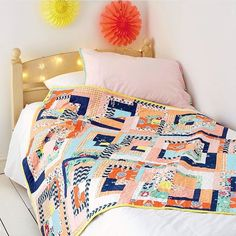 A bed without a quilt is like the sky without stars, right? ✨Exquisite #CuriositiesFabrics quilt by @lauradimplestitch for the latest issue of @lovequiltingmag.