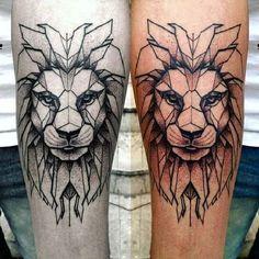 . . Geometrische Tiermotive sind der Trend des Jahres Geometrische Tattoo-Motive sind spektakulär, extrem aufwendig und im Grunde eher etwas für Spezialisten für diese besondere Stilart. Die hier präsentierten Tattoo-Künstler sind eben solche Spezialisten, was die folgenden Bilder mehr als ein…
