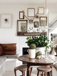 The Brisbane home of stylist and photographer Kara Rosenlund an her husband Timothy O. Production – Lucy Feagins / The Design Files. Dining Room Inspiration, Interior Inspiration, Unique Home Decor, Cheap Home Decor, Home Interior Design, Interior Styling, Kara Rosenlund, Turbulence Deco, Deco Boheme