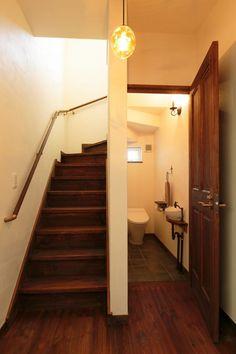 【アイジースタイルハウス】階段。階段下もトイレスペースとして有効活用