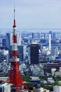 六本木ヒルズより東京タワー方面を望む (c)Hidehiro Okochi/a.collectionRF Gustave Eiffel, Tokyo Tower, Going On A Trip, City Aesthetic, Japanese Architecture, Travel Tours, Tokyo Japan, Empire State Building, Travel Pictures