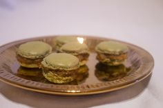 Macaron al the verde con ripieno di crema pasticcera al the 4 Red Fruits di Kusmi