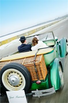 Green 'Just Married' Wedding Car Wedding Trends, Wedding Venues, Wedding Cars, Wedding Ideas, Wedding Transportation, Golf Photography, Bride Book, Wedding Pictures, Real Weddings