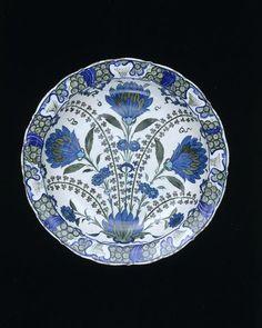 Dish      Place of origin:      Iznik, Turkey (made)     Turkey     Date:      ca. 1555-1560 (made)     Artist/Maker:      Unknow...