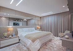 Decor Salteado - Blog de Decoração e Arquitetura : Suíte de casal em tons neutros com dois closets! Confira todos os detalhes!