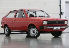 Volkswagen Gol BX (1984)   O VW Gol é um projeto exclusivamente brasileiro. Sua missão era das mais difíceis: ser o sucessor do emblemático e bem-sucedido VW Sedan – ou Fusca, como foi apelidado no Brasil e, depois, oficialmente utilizado pela fábrica.