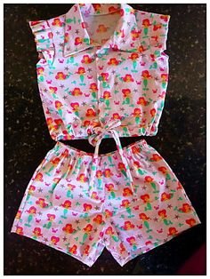 Girls shorts, ruffled shorts sewing pattern by Felicity Patternsskort for children Baby Dress Design, Frock Design, Baby Girl Fashion, Kids Fashion, Baby Frocks Designs, Baby Dress Patterns, Kids Frocks, Little Girl Dresses, Harajuku