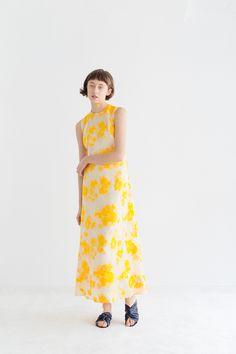 Samuji Spring 2019 Ready-to-Wear Fashion Show Collection: See the complete Samuji Spring 2019 Ready-to-Wear collection. Look 28 Trendy Outfits, Fashion Outfits, Womens Fashion, Fashion Tips, Fashion Design, Ladies Fashion, Fashion Ideas, Fashion Styles, Fashion Photo