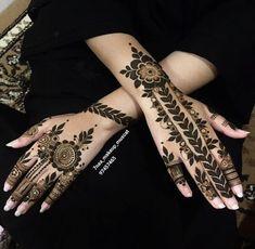 Image may contain: 1 person Short Mehndi Design, Henna Flower Designs, Modern Henna Designs, Latest Henna Designs, Mehndi Design Pictures, Mehndi Designs For Beginners, Mehndi Designs For Girls, Wedding Mehndi Designs, Mehndi Designs For Fingers