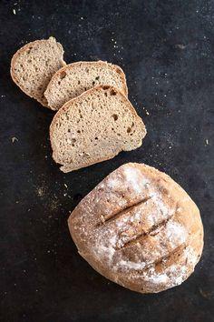 Saftiges glutenfreies Brot ohne Hefe (vegan) | Freiknuspern