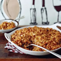 Baked pasta recipes include star chef Grant Achatz's perfect mac and cheese, easy ravioli lasagna and cheesy baked rigatoni. Plus more baked pasta Bacon Mac And Cheese, Mac Cheese Recipes, Macaroni Cheese, Cheddar Cheese, Cheese Food, Baked Pasta Dishes, Baked Pasta Recipes, Wine Recipes, Cooking Recipes