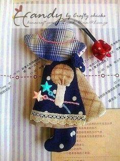 끈을 쏙 잡아당기면 열쇠를 감쌀 수 있는 키 커버~ 퀼트로 많이들 보셨을거예요. 그 중에서도 선보닛 수를 ... Japanese Patchwork, Japanese Quilts, Key Pouch, Key Covers, Sunbonnet Sue, Fabric Bags, Love Sewing, Applique Quilts, Hand Quilting