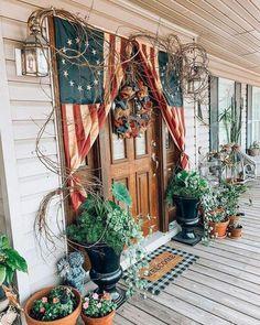 primitive homes decorations Fourth Of July Decor, 4th Of July Decorations, July 4th, Primitive Homes, Primitive Decor, Country Front Porches, Summer Porch Decor, Decks And Porches, Flag Decor