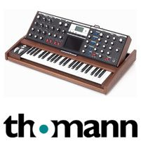 Moog MINIMOOG VOYAGER Performer Stage Edition, with 896 Sounds Banks with je 128 Presets), Performance Synth. Real analog synthesizer in the tradition of the original Model D minimoog. It adds modern features like MIDI, a touch surface. Banks, Piano, Surface, Touch, Traditional, The Originals, Modern, Travel, Trendy Tree
