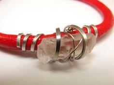 Červenokožec+křišťálový+Kožený+náramek+s+ocelí+a+surovým+křišťálem.