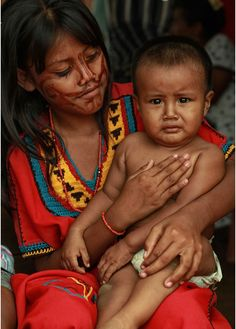 Wayuu mother and child in Colombia.