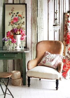 Shabby-Chic Floral Decor | via Hemingway & Hepburn blog | House & Home