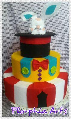 Bolo fake tema circo Bolo Fake Eva, Fake Cake, Inspiration, Ideas Aniversario, Facials, Pie Wedding Cake, Bathrooms, 1 Year, Crack Cake