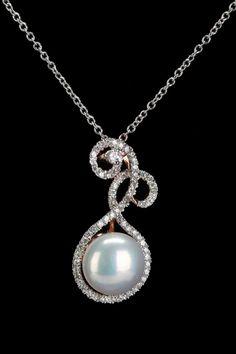 Splendid Pearls 9-10mm Freshwater Pearl & Zirconia Pendant In White