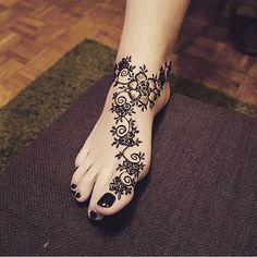 Feeling floral, henna @ilonashennanstuff
