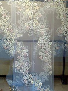 ブルーぼかし白のオーガンジ:道長の桜柄の色打掛