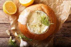 Camembert cipóban sütve: isteni forró vacsora hideg napokra - Recept   Femina Brie, Camembert Cheese, Sandwiches, Dairy, Breakfast, Fast Foods, Morning Coffee, Paninis