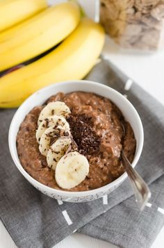 Porridge au chocolat et à la banane frühstück - Easy Breakfast Recipe ideas Paleo Breakfast, Breakfast Recipes, Chocolate Fit, Chocolate Oatmeal, Chocolate Porridge, Healthy Snacks, Healthy Recipes, Healthy Carbs, Healthy Smoothie