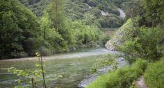 Preciosos parajes a orillas del río #Cares.
