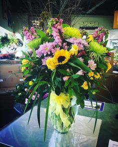 Garden Love! Sunflowers, snapdragons, roses, daisies and alstroemeria... lovely!