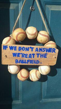 Baseball Couronne 10 % de réduction ! par KraftyNaKitty sur Etsy https://www.etsy.com/ca-fr/listing/266855673/baseball-couronne-10-de-reduction