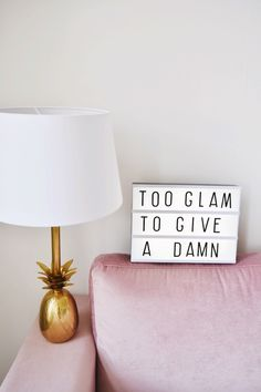 Room inspiration | Pink | Too glam to give a damn | Lightbox | Pine apple | Gold | More on Fashionchick.nl