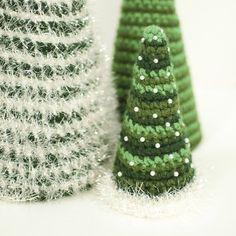 Free crochet Christmas tree patterns  www.petalstopicots.com #crochet #Christmas