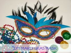 Mardi Gras Mask Paper Plate Craft – crafts - To Have a Nice Day Diy Carnival, Carnival Masks, Carnival Makeup, Carnival Rides, Carnival Food, Crafts For Teens To Make, Diy And Crafts, Diy Halloween, Mardi Gras Mask Template