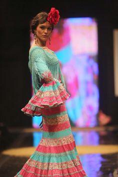 Muy alegre y simpático este traje de flamenca