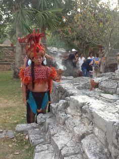 El aroma a incienso inunda el ambiente - Travesía Sagrada Maya 2013