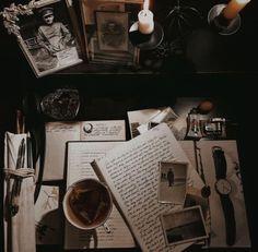 dark academia, a playlist by Georgia Hinton on Spotify Brown Aesthetic, Aesthetic Vintage, Aesthetic Fashion, Aesthetic Outfit, Aesthetic Light, Artist Aesthetic, Aesthetic Collage, Theme Color, Imagenes Dark