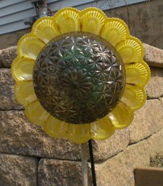 sunflower glass garden flower made from an old light cover and an egg dish not for sale, for me Glass Garden Flowers, Glass Plate Flowers, Glass Garden Art, Flower Plates, Garden Whimsy, Garden Junk, Potted Garden, Dish Garden, Outdoor Crafts