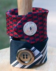 Necktie Cuff Bracelet, recycling hubby's old ties. Fabric Crafts, Sewing Crafts, Sewing Projects, Sewing Ideas, Old Ties, Do It Yourself Inspiration, Button Bracelet, Cuff Bracelets, Making Bracelets