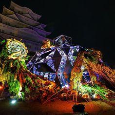 四神『玄武』 姫路城×彩時記 冬-color of the season- http://himejijyosaijiki.com/ 12/1(THU)-12/14(WED) 日本で初めて奈良法隆寺と同時に 世界文化遺産に登録され、国宝でもある姫路城にて、作品展示中です。 姫路の街は姫路城を中心として 四神相応を取り入れた日本国内では珍しい都市です。 その中でも特に 北の方角を守ると言われ、冬の代名詞でもある 亀と蛇が合体した神獣『玄武』モチーフの作品を 姫路城備前丸に制作しました。 時間を司り、現世と冥界を行き来すると言われる玄武。 無数に使われた鏡は目まぐるしく移り変わるこの世の事象すべてを写し込み、見るたびに表情を変える作品になっています。 光のインスタレーション集団 MIRRORBOWLER (ミラーボーラー)さんとの共作です。 Himeji-castle which took in the best places for each of FOUR GODS. We develop an installation with a motif of w...