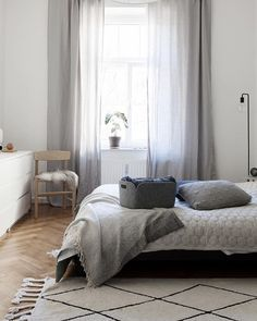 A clean bedroom and almost ready for the weekend --- #interiorinspo #haydesign #muuto #fermliving #fredericia #bedroominspo #solebich #bedroomdecor #interiorinspo