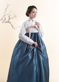 Korean Traditional, Traditional Clothes, Traditional Design, Culture Clothing, Korean Dress, Nice Clothes, Historical Clothing, High Waisted Skirt, Cool Outfits