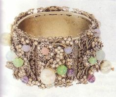 Bracelet embellished with filigree, pearls and stones Frank Hess, 1950. For Miriam Haskell