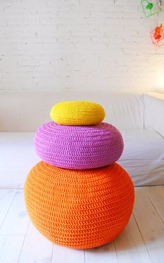 Pouf Crochet big  Orange por lacasadecoto en Etsy, €75.00 Knitted Pouffe, Crochet Cushions, Crochet Home, Hand Crochet, Hand Knitting, Knit Crochet, Orange Pillows, Pouf Ottoman, Yarn Bombing