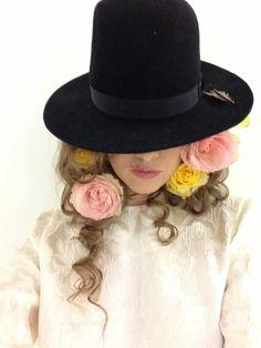 Beauty Photography, Fashion Photography, Photo Art, Fashion Inspiration, Autumn Fashion, My Style, Illustration, Flowers, How To Wear