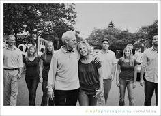 large family photo ideas | large family pose idea | Group/Family Photo Ideas