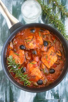 Easy chicken cacciatore - Simple, hearty, healthy, and crazy delicious braised chicken in flavorful sauce that makes for a beautiful side dish. Perfect dinner for any day of the week! Chicken Cacciatore Easy, Easy Indian Recipes, Ethnic Recipes, Top Recipes, Healthy Recipes, Free Recipes, Dinner With Ground Beef, Braised Chicken, Biryani Recipe