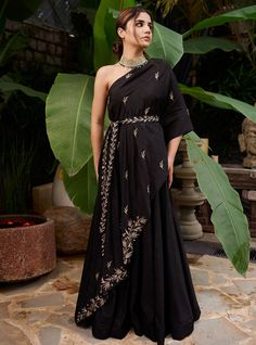 Indian Gowns Dresses, Indian Fashion Dresses, Dress Indian Style, Indian Designer Outfits, Fashion Outfits, Black Indian Gown, Women's Fashion, Stylish Dress Designs, Stylish Dresses